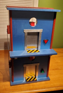 Toy elevator that goes up and down